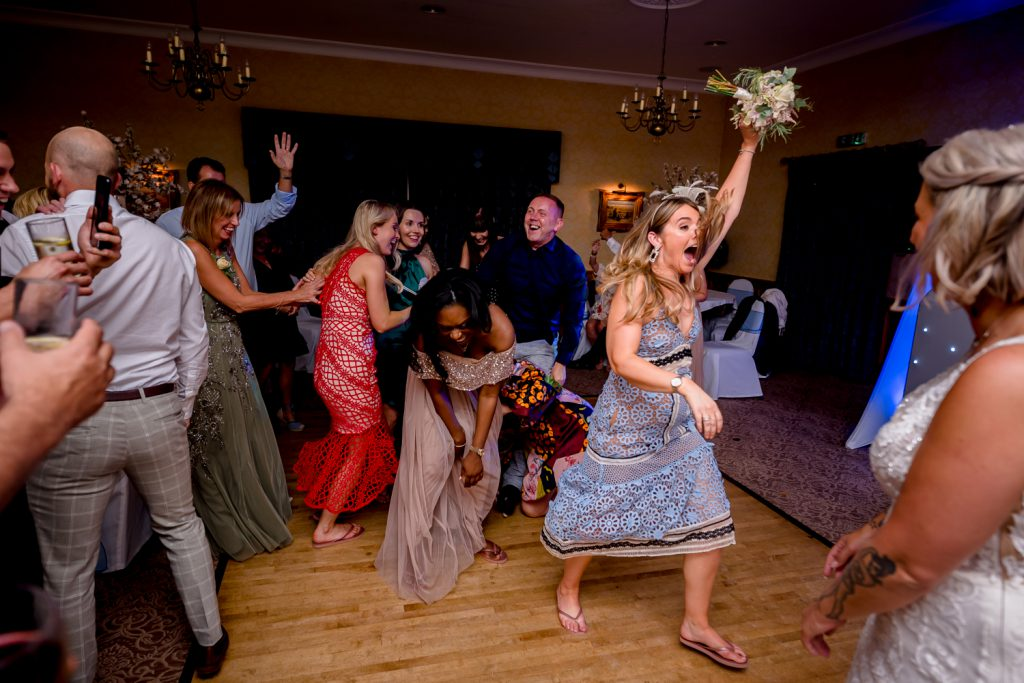 fun-wedding-photo