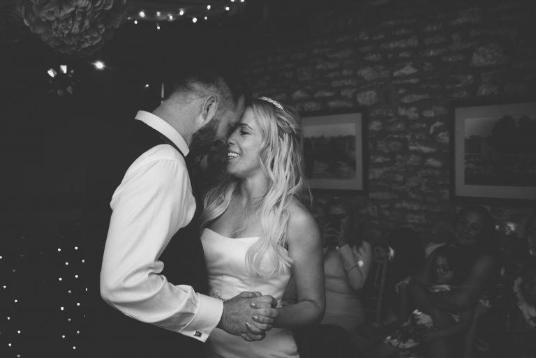 romantic-black-white-wedding-photo